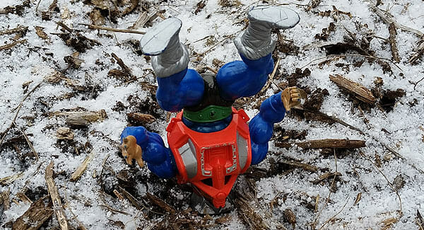 Mekaneck upside down in snow