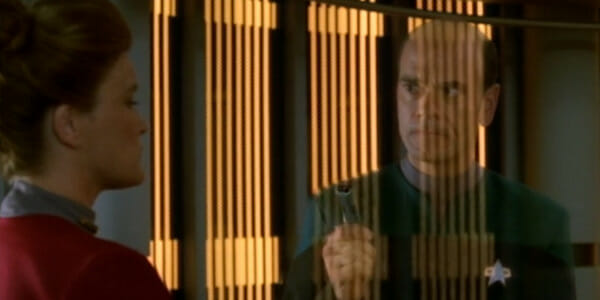 Janeway turns off the Doctor